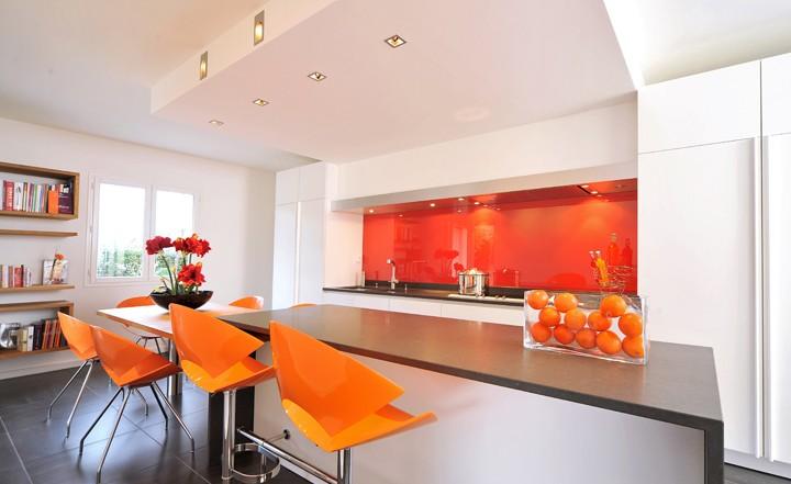 Logo Rhone-Alpes Glass | spécialiste vitrerie et miroiterie à Lyon depuis 25 ans cuisine orange